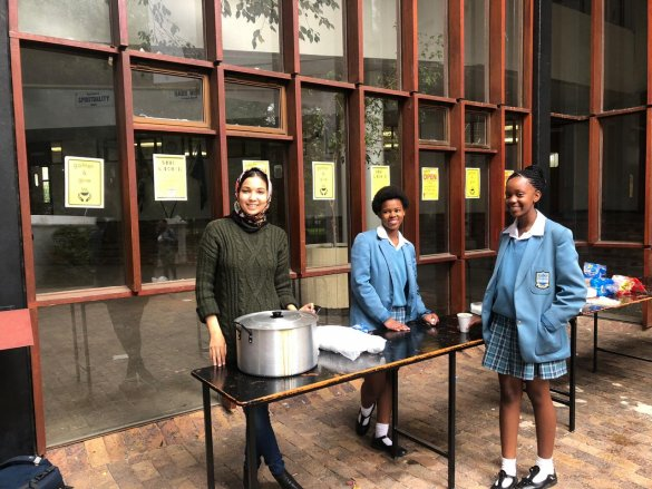 Gardens Commercial High School host their first annual Ramadaan soup kitchen3