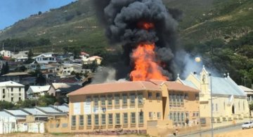 Capetonians come out in support for Holy Cross RC PS